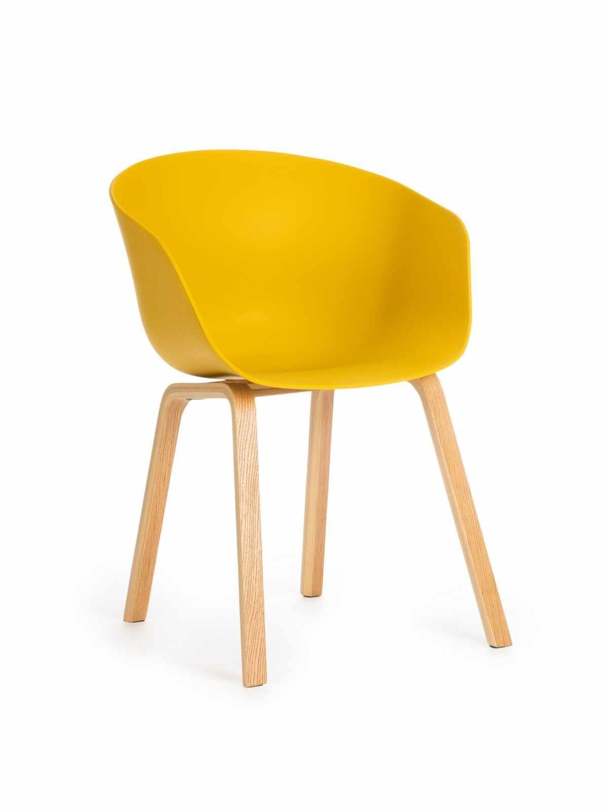 Scaun din plastic cu picioare din lemn Iris Yellow, l55xA56xH80 cm la pret 201 lei