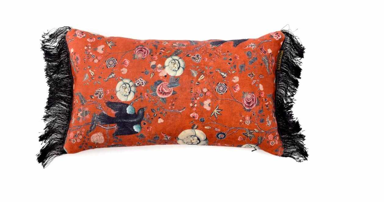 Perna decorativa Black Bird Red la pret 423 lei
