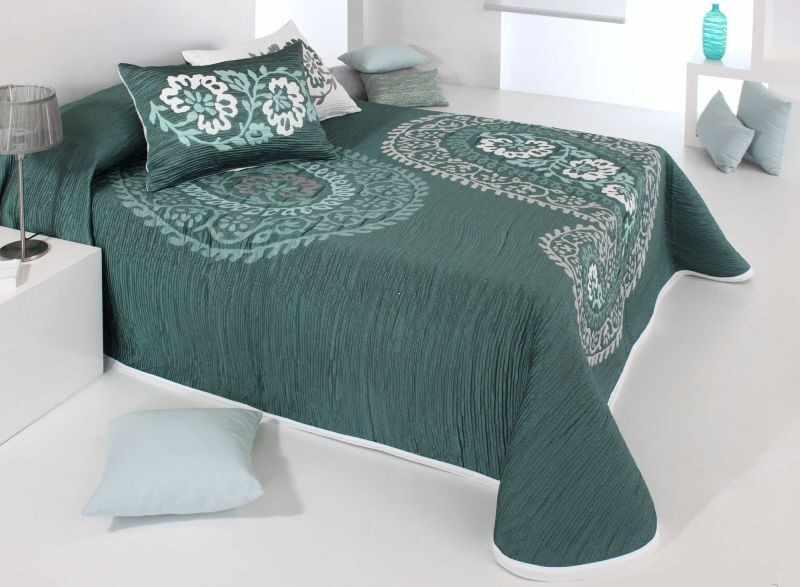 Cuvertura de pat BLAZE verde, dimensiune 250 cm x 270 cm la pret 500 lei