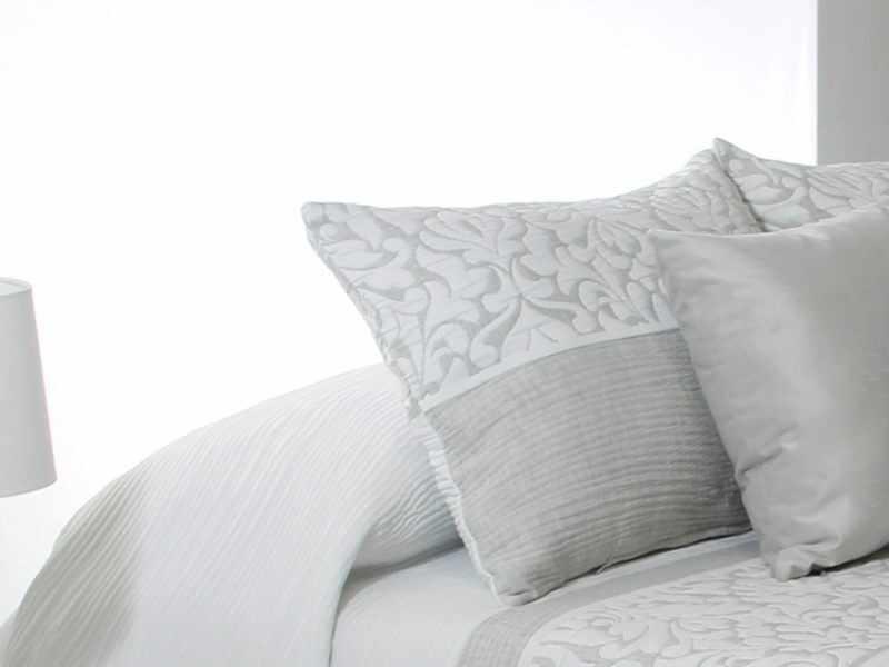 Perna decorativa CREAM gri, dimensiune 50 cm x 70 cm la pret 153 lei