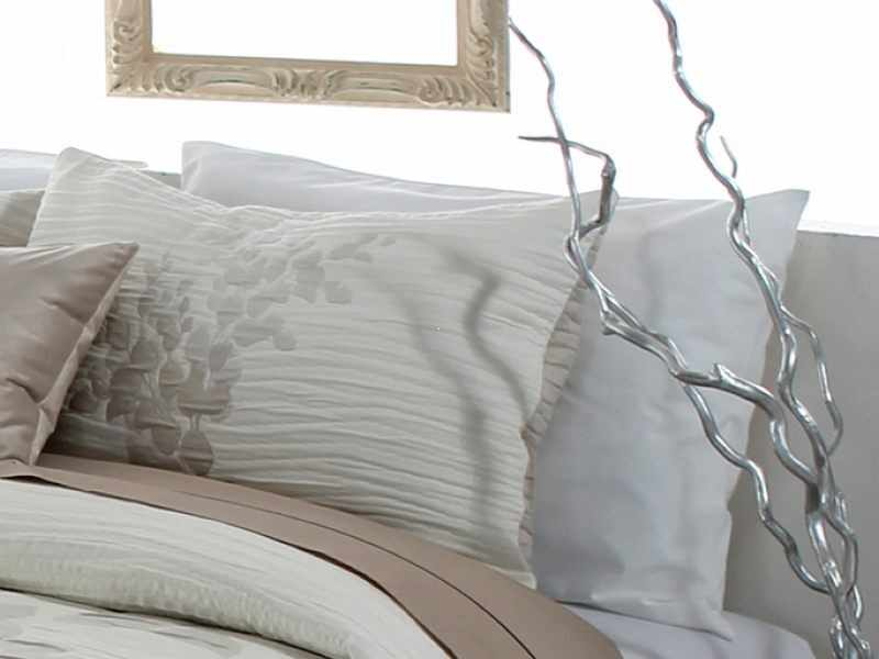 Perna decorativa LESLY bej, dimensiune 50 cm x 70 cm la pret 153 lei