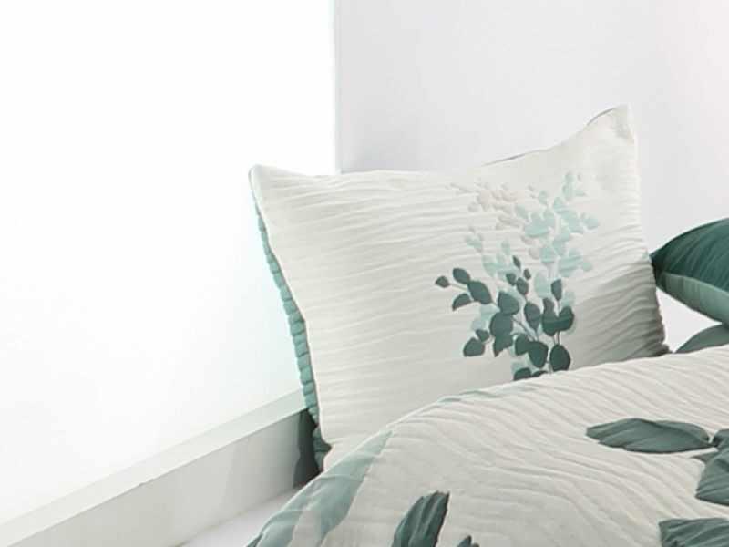 Perna decorativa LESLY verde, dimensiune 50 cm x 70 cm la pret 153 lei