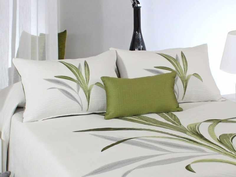 Perna decorativa LYNETTE verde, dimensiune 50 cm x 70 cm la pret 153 lei