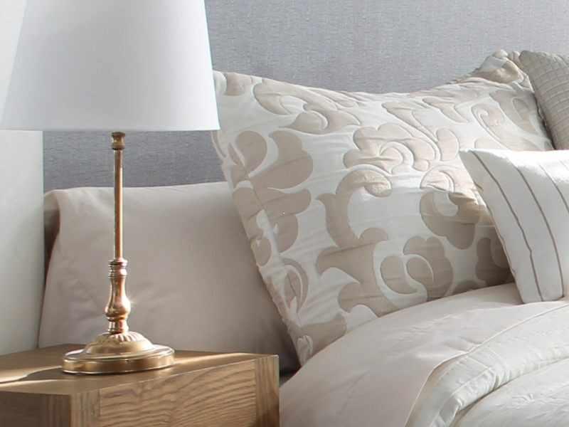 Perna decorativa PALERMO bej, dimensiune 50 cm x 70 cm la pret 153 lei