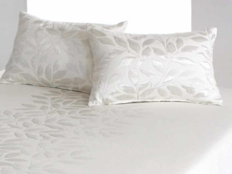 Perna decorativa PERLINE natural, dimensiune 50 cm x 70 cm la pret 153 lei