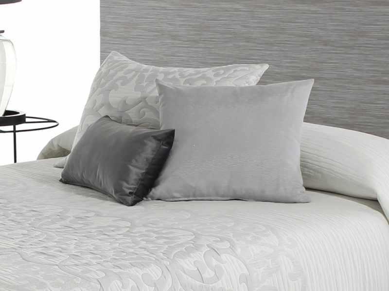 Perna decorativa POMPEY gri, dimensiune 50 cm x 70 cm la pret 153 lei