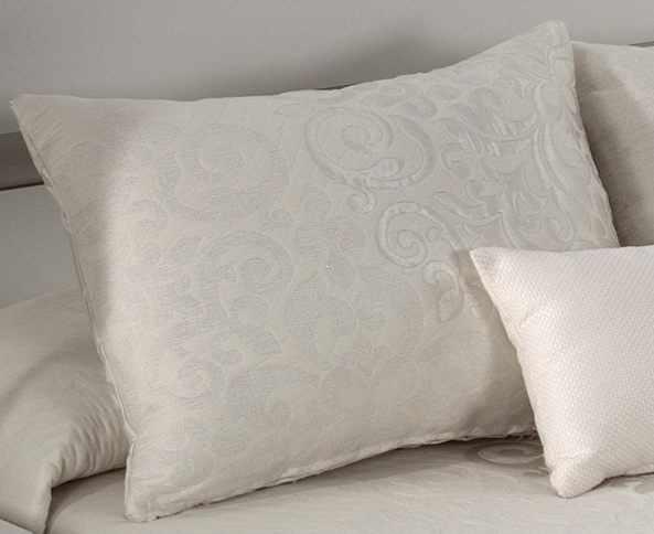 Perna decorativa PRESLEY natural, dimensiune 50 cm x 70 cm la pret 153 lei