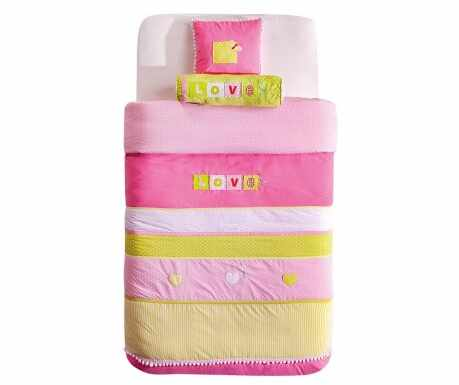Set cuvertura pat copii si 2 perne decorative Love Multicolor la pret 361 lei
