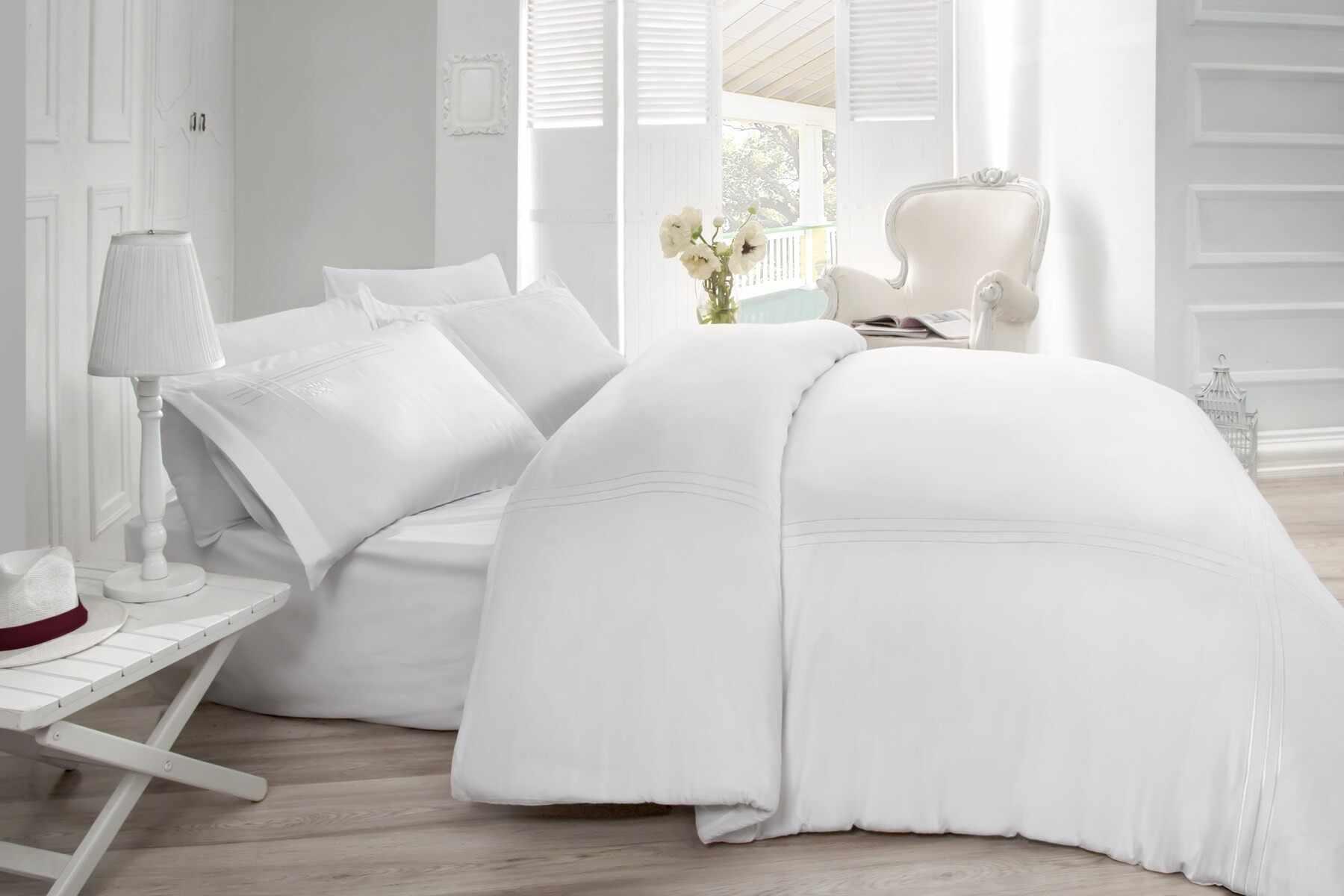 Lenjerie de pat din bumbac Satinat Gulbin Alb, 200 x 220 cm la pret 385 lei