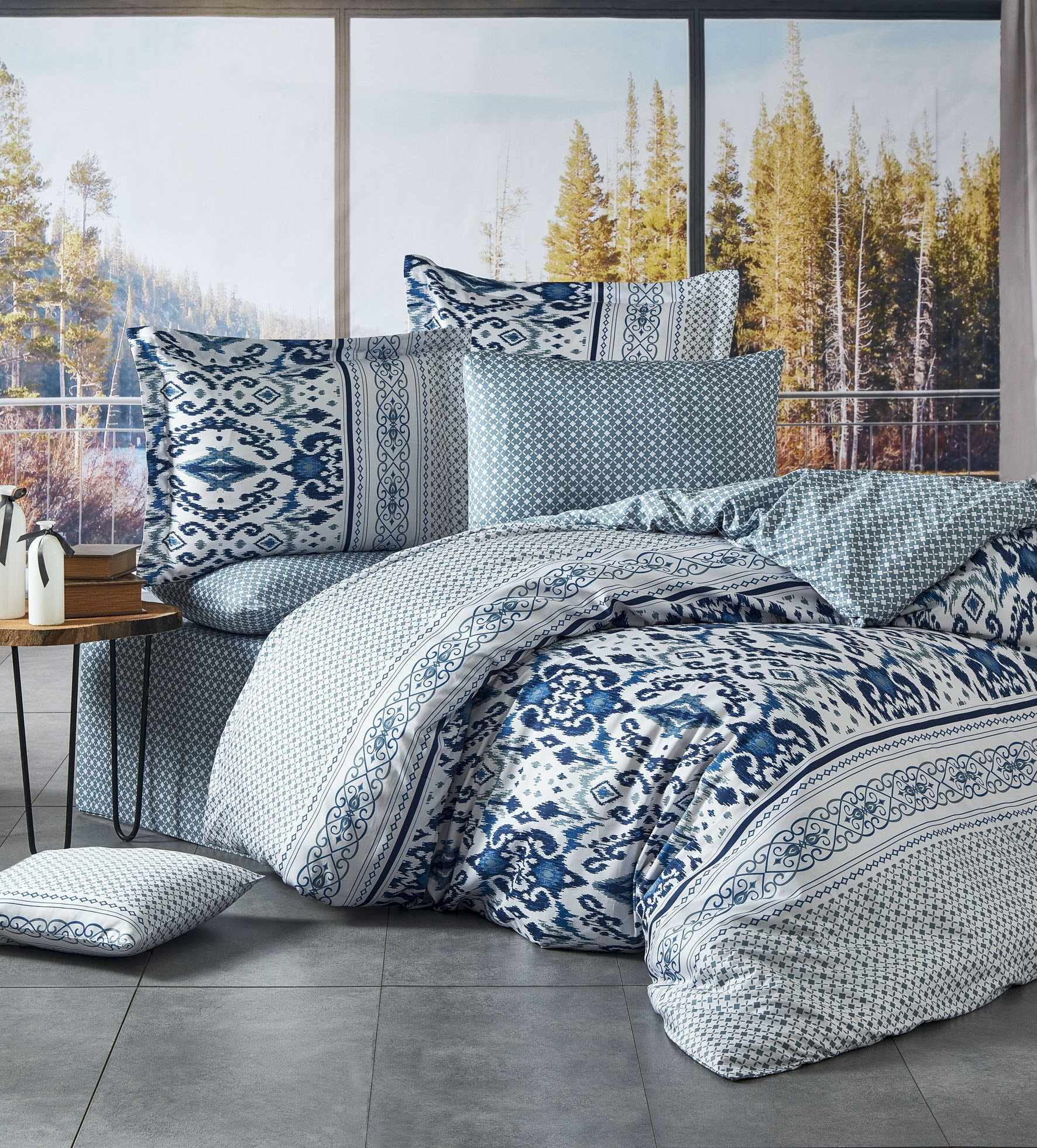 Lenjerie de pat din bumbac satinat Kirlow Albastru / Alb, 200 x 220 cm la pret 356 lei