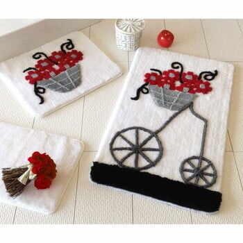 Set 3 covoare baie cu motive florale Knit Knot, roșu, gri - negru la pret 249 lei