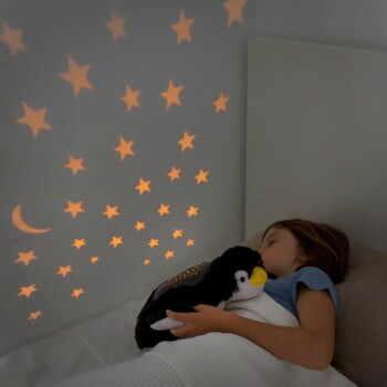 Jucărie de pluș cu proiector LED InnovaGoods Penguin la pret 109 lei